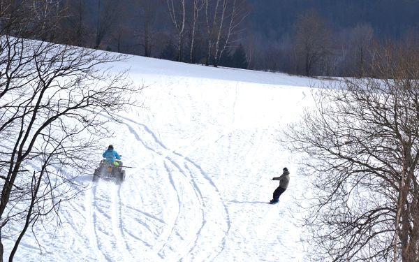Motoskijöring: adrenalinová jízda na lyžích či snowboardu tažených čtyřkolkou5