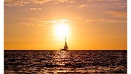 Západ slunce nad jachtou
