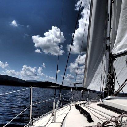 Den na jachtě pro dva (výuka jachtingu)