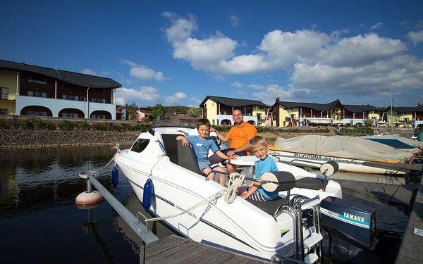 Motorový člun na Lipně2