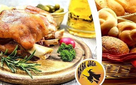 Pečené koleno na černém pivu v Restauraci Baba Jaga v Praze na Vinohradech. Dopřejte si skvělý gurmánský zážitek. Zajděte si na tradiční českou hospodskou pochoutku – pečené vepřové koleno.