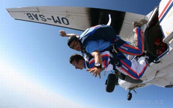 Tandemový seskok z výšky 4000 m3