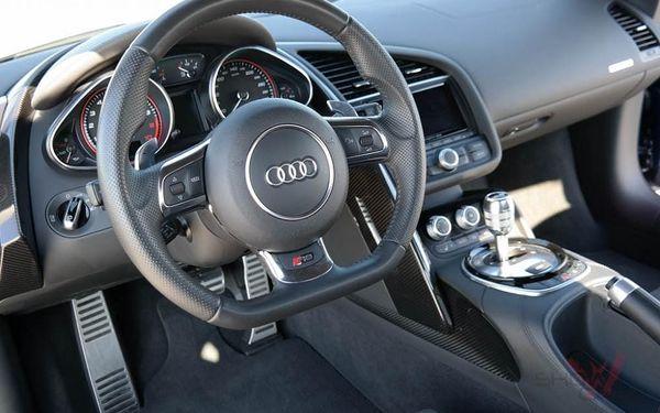 Jízda v supersportu Audi R82