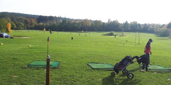 Zapracujte na odpalech: lekce golfu v Holešově s možností ročního členství5