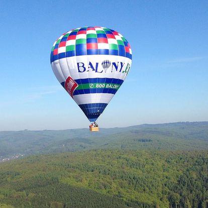 Let balonem po celé ČR i nad hradem Buchlov a Karlštejnem