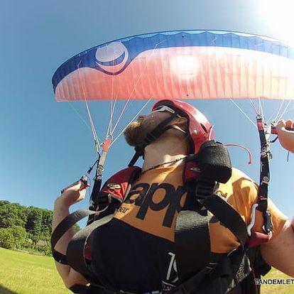 Tandemový let s akrobacií či pilotní trénink v Beskydech