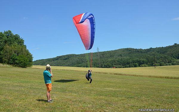Tandemový let s akrobacií v délce až 20 minut nebo pilotní pozemní trénink na 7 hodin v Beskydech3