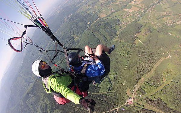 Tandemový let s akrobacií v délce až 20 minut nebo pilotní pozemní trénink na 7 hodin v Beskydech5