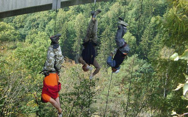 Vyžeňte adrenalin na maximum: slaňování 62m mostu nad údolím Hačky5