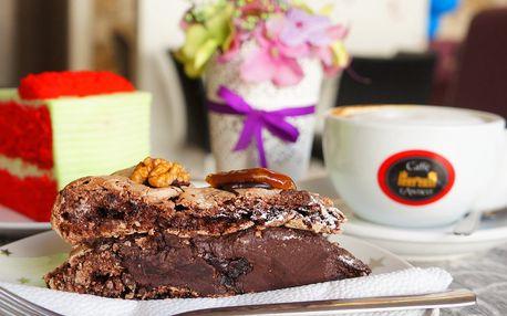 Káva a dezert v dětské herně s kavárnou Topolino
