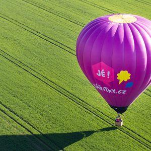 Let balónem