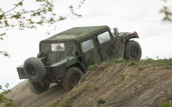 Projížďka v terénním vojenském HUMVEE3