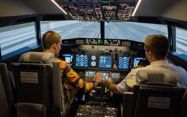 Simulátor dopravního letadla Boeing 7374