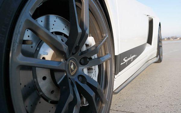 Lamborghini Gallardo vs. Ford Mustang GT350 Shelby3