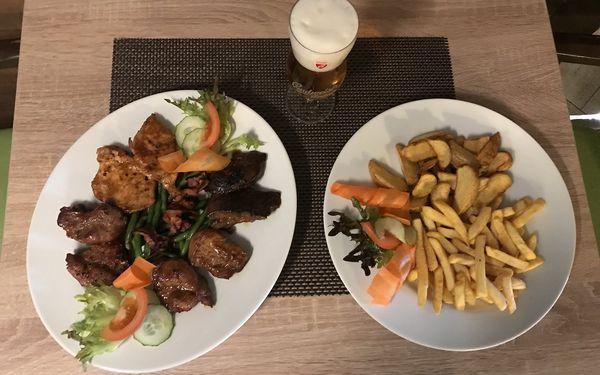 Mix gril s přílohou pro dvojice i rodinu: kuřecí prsa, vepřová játra i krkovice3