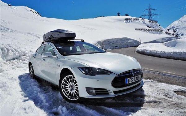 Projeďte se v limuzíně s duší supersportu: Tesla Model S3