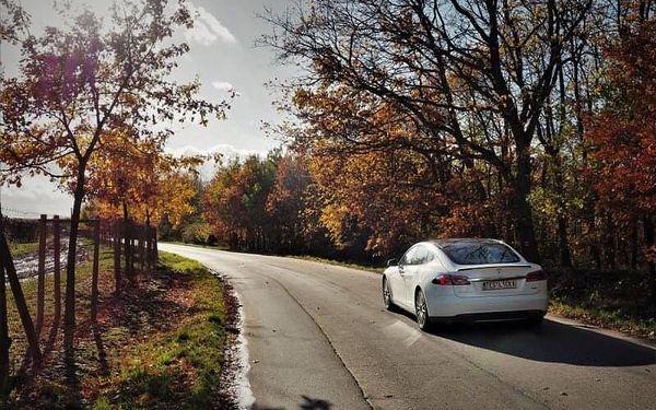 Projeďte se v limuzíně s duší supersportu: Tesla Model S5