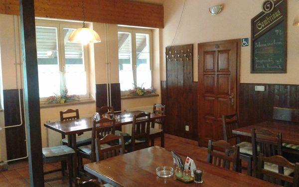 Prkno plné masa: více než kilové pečené koleno v Restauraci Pod Jasanem3