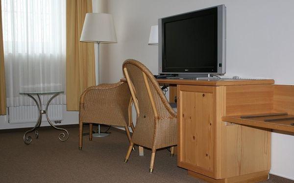 Dvoulůžkový pokoj s manželskou postelí a vlastní koupelnou5
