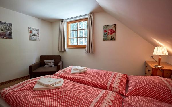 Dvoulůžkový pokoj Superior s manželskou postelí2