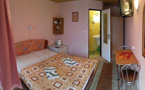 Dvoulůžkový pokoj s manželskou postelí a terasou3