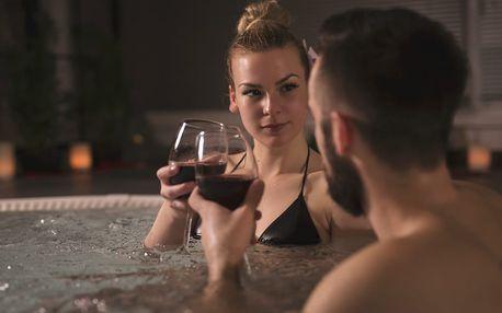 Privátní vířivka, sauna a občerstvení v délce 60 až 120 minut v Praze