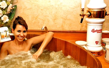 Relax pro dva: sauna, bazén, koupel a k ní pivo