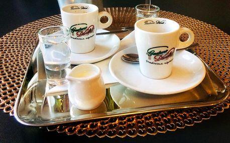Dvakrát espresso nebo lungo na Eliščině nábřeží