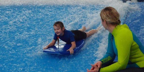 Nauč se surfing na trenažeru 30 minut pro 2 osoby2