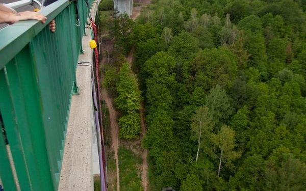 Bungee z mostu (62 metrů), cca 15 až 30 minut, počet osob: 1 osoba, Chomutov (Ústecký kraj)3