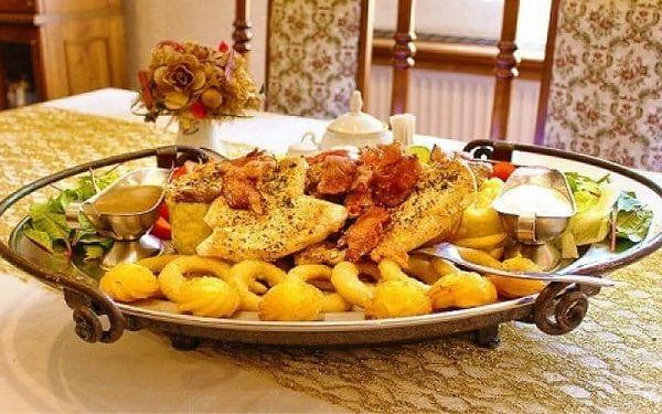 Rudolfovo plato plné dobrot pro 2 opravdové jedlíky v Golemově restaurantu v Březiněvsi
