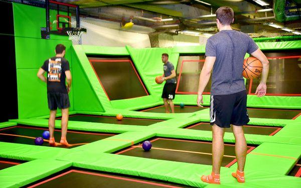 Adrenalin ve FlyZone Parku: trampolíny, lezecká stěna i překážková dráha4
