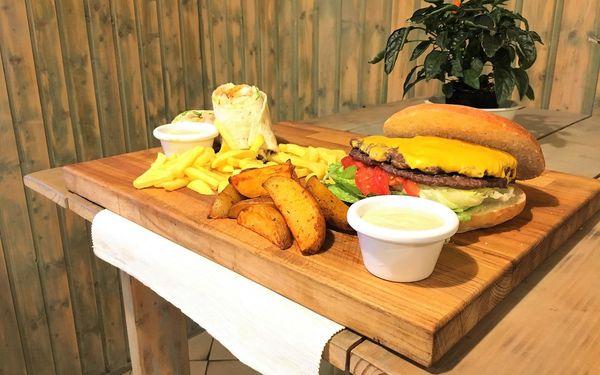 Jídlo jak se patří: menu s burgerem, pitou i s hranolky pro 2 i 4 osoby2