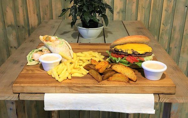Jídlo jak se patří: menu s burgerem, pitou i s hranolky pro 2 i 4 osoby5