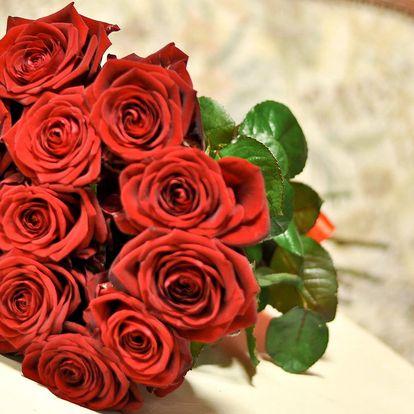 Kytice až 15 červených růží s rozvozem a přáním