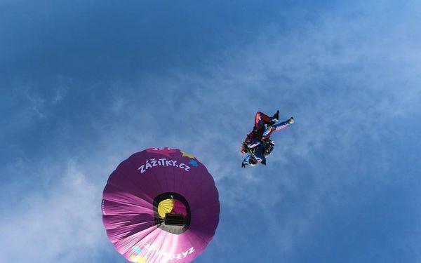 Tandemový seskok padákem z balónu, České Budějovice, (1 skokan + 2 pasažéři), 3 osoby, 3 hodiny5