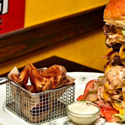 U stolu s obry: gigantické hovězí burger menu
