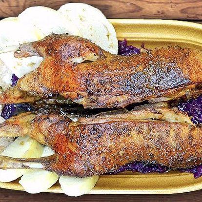 Celá pečená kachna s knedlíky a zelím pro dva