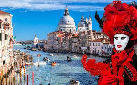 Pestrá karnevalová zábava v Benátkach