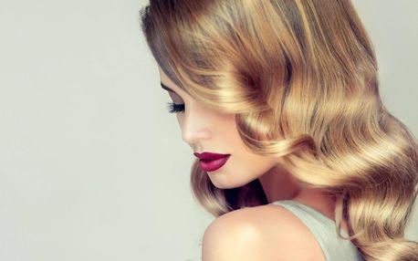 Dopřejte vlasům péči: střih i regenerační přeliv