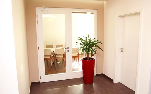 Dvoulůžkový pokoj typu Standard s oddělenými postelemi a vanou5