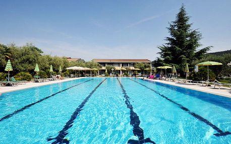 Lago di Garda, Park hotel Oasi s rozlehlou zahradou, bazénem a polopenzí, u jezera
