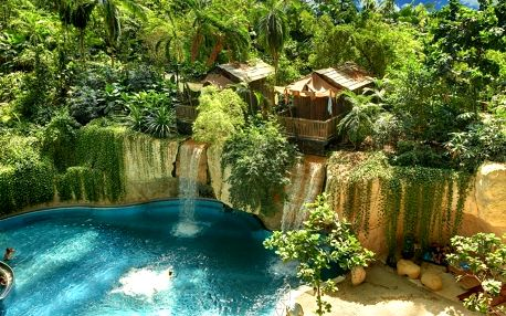 Den v ráji Tropical Islands autobusem: pláže, sauny, aquapark