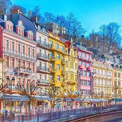 Pobyt v centru Karlových Varů a vstup do lázní