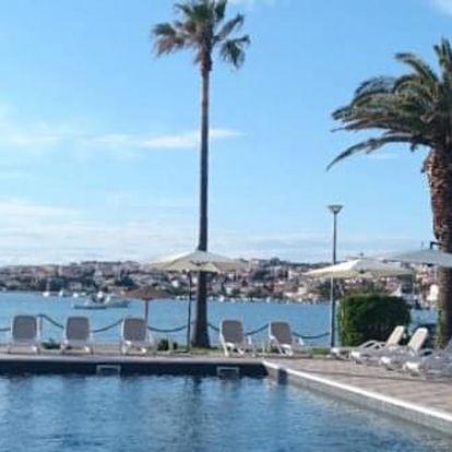Dovolená v Chorvatsku na ostrově Pag s výhledem na moře v hotelu s polopenzí