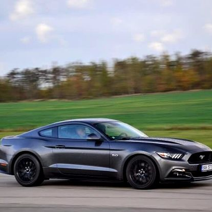 Škola smyku s Mustangem 5.0 GT V8