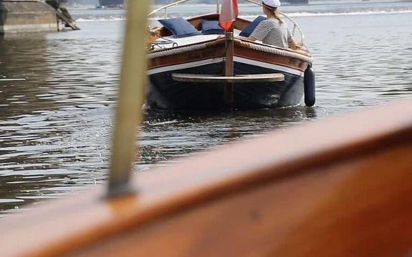 Plavba po Vltavě s lahví šampaňského | Praha | duben – září | cca 1 hodina2