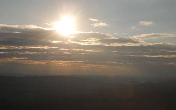 Soukromý let balónem pro dva   vícero lokalit   Březen - říjen (lety mimo sezónu dle aktuálních povětrnostních podmínek).   1 h letu + příprava.3