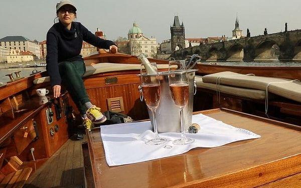 Plavba po Vltavě s lahví šampaňského | Praha | duben – září | cca 1 hodina5