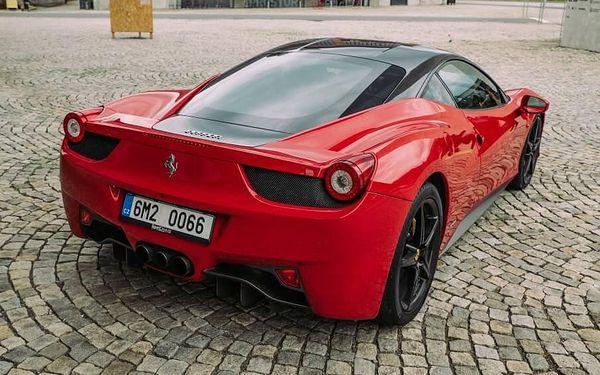 Jízda ve Ferrari 458 Italia - 10 minut | Olomouc | 1. duben – 31. říjen | 10 minut + instruktáž (bez PHM)2